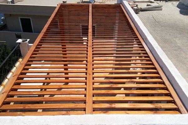 Πέργκολα με πλανισμένη ξυλεία πεύκου στο Λαύριο Αττικής