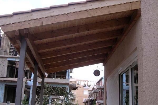 Εμφανή σκέπαστρα με πλανισμένη ξυλεία στο Μαρούσι Αττικής